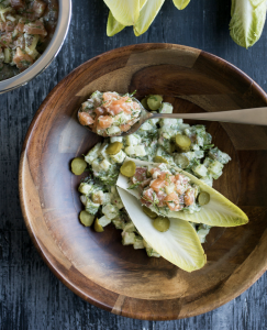 Tartare de saumon et de pommes de terre à l'aneth et à l'ail